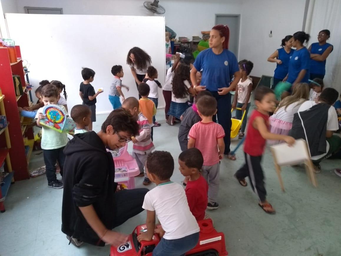 Projeto Solidário em Creches e Asilo
